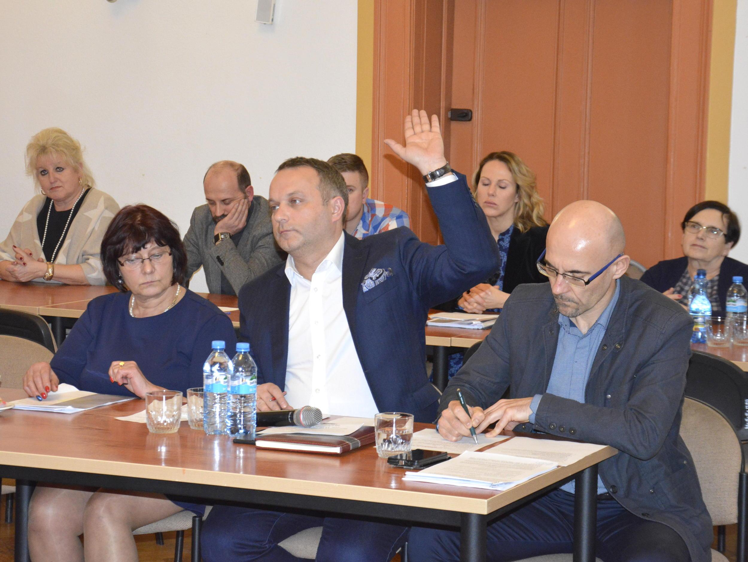 Ilustracja do informacji: Grudniowa sesja rady powiatu