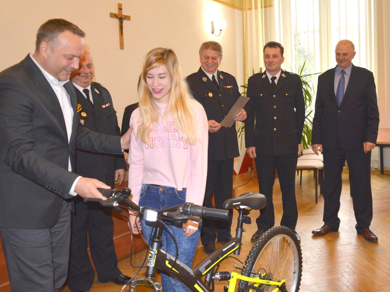 Ilustracja do informacji: Odjechali z urzędu rowerami