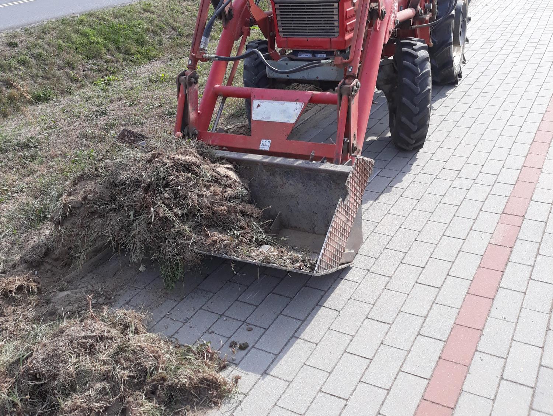 Ilustracja do informacji: Usuną trawę, darń i piasek