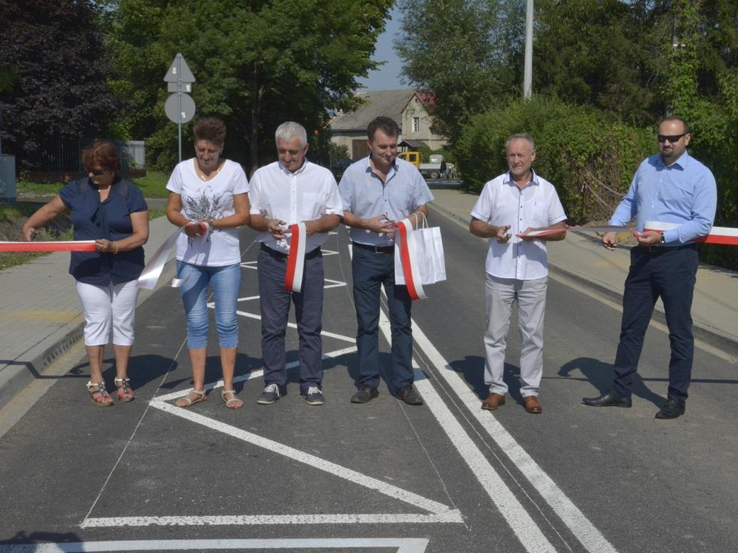 Ilustracja do informacji: Droga przez Karczyce oficjalnie otwarta